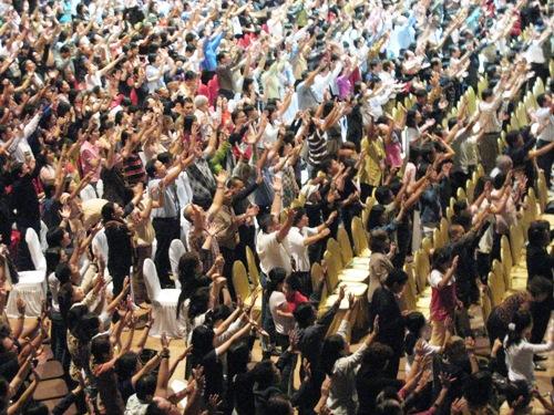 people-worshipping.jpg
